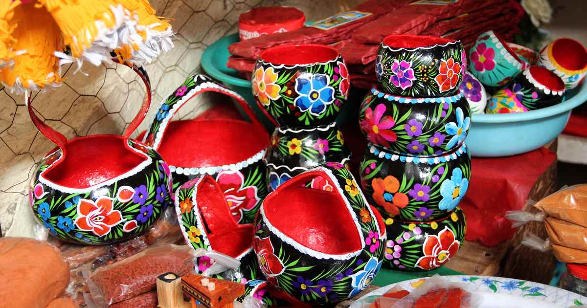 tradition-of-laca-technique-chiapas