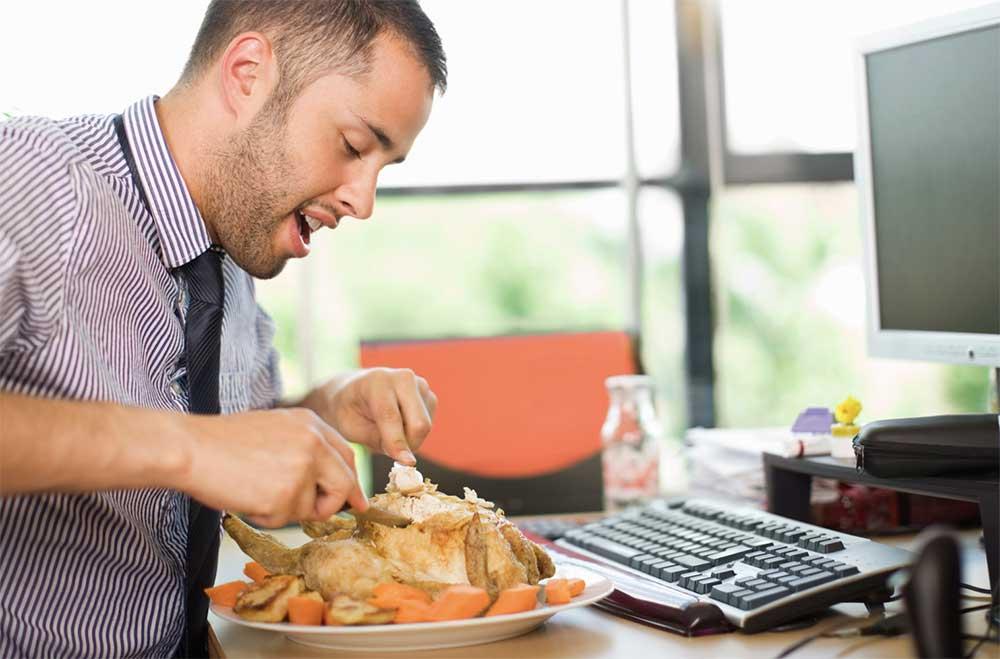 Estos gifs no mienten as es comer en la oficina for Que hago hoy para comer