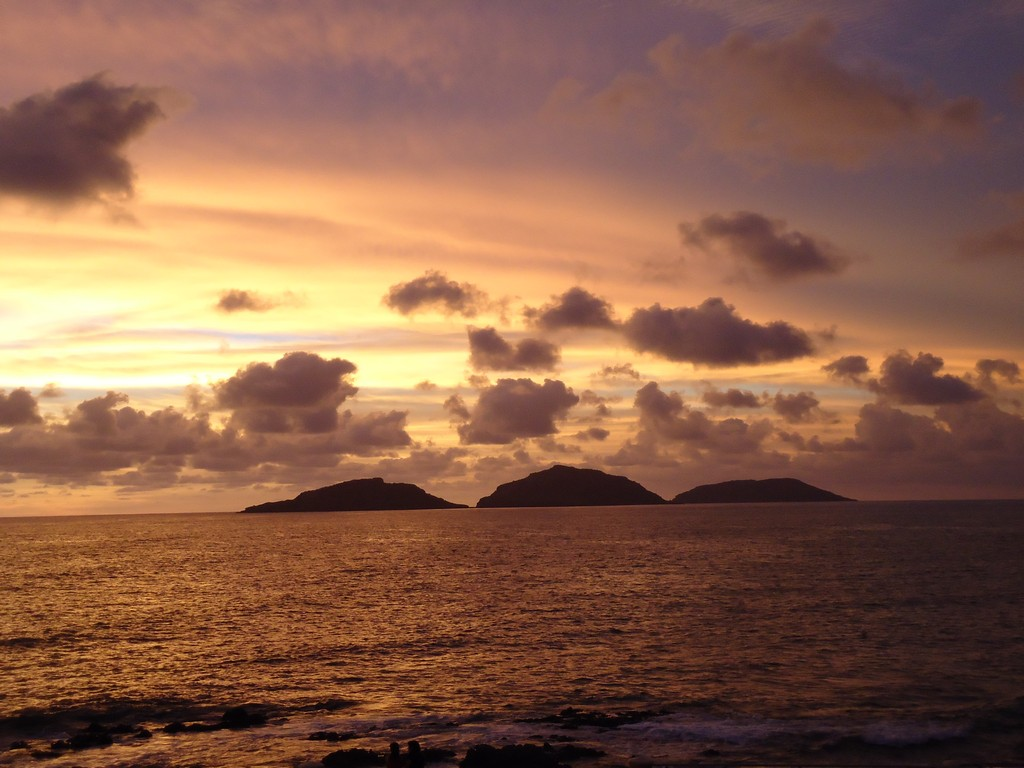 Las Tres Islas son las islas Lobos, Venados y Pájaros.