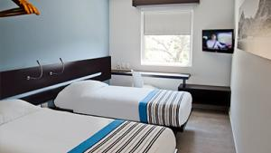 Twin, 2 twin size beds