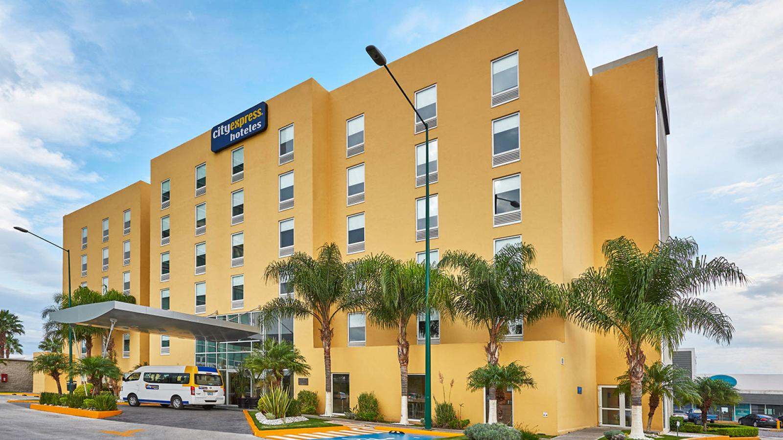 City express irapuato city express hotels for Hotels genes