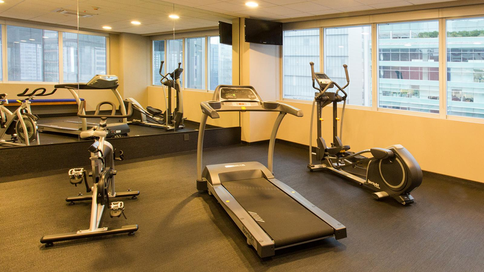 City express plus santa fe city express hotels for Gimnasio one